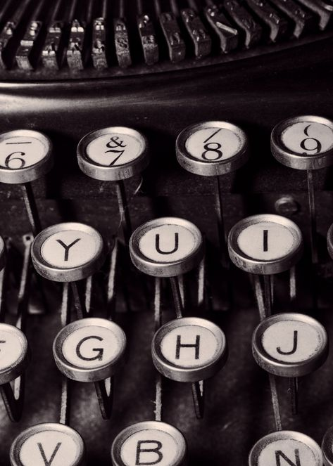 Old Typewriter Keyboard Music Poster Print 1920s Aesthetic, Music Aesthetic, Aesthetic Images, Aesthetic Photo, Aesthetic Dark, Black And White Picture Wall, Black And White Pictures, Slytherin Aesthetic, Comics