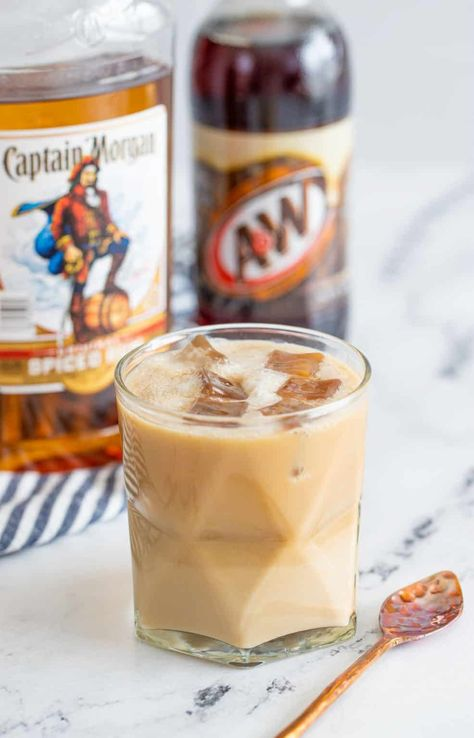 Spiced Rum Drinks, Mixed Drinks Alcohol, Alcohol Drink Recipes, Mix Drink Recipes, Alcoholic Drinks Rum, Alcoholic Root Beer Float, Disaronno Cocktails, Baileys Drinks, Cocktail Drinks