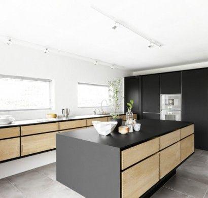 küchenmöbel-kaufen-kücheninsel-schwarze-akzente