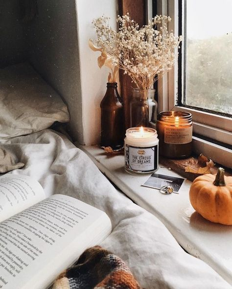 Hallo Herr Herbst & Livia & Herbstzauber & & post Hallo Herr Herbst appeared first on Dekoration. Cozy Aesthetic, Autumn Aesthetic, Aesthetic Rooms, Aesthetic Photo, Pink Aesthetic, Book And Coffee, Candle Jars, Candles, Autumn Cozy