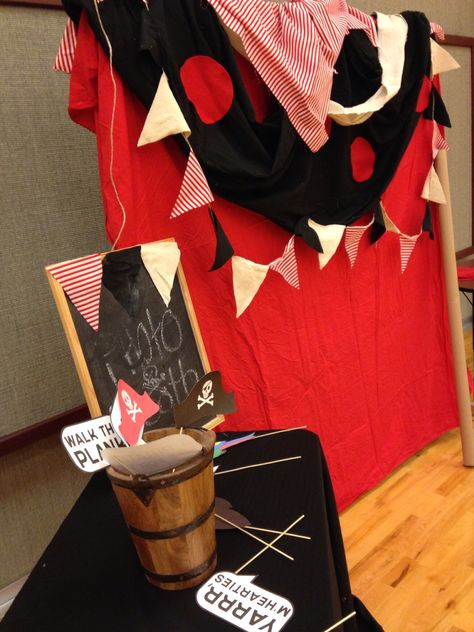 Pirate photo booth DIY
