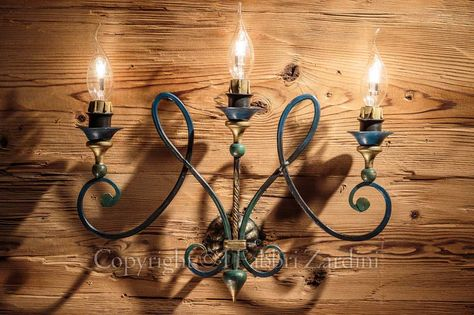 Applique a 3 luci con volute - in ferro battuto decorato a mano