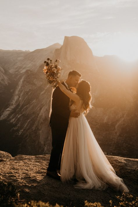 This Yosemite Elopement Features Earthy Blooms and Amazing Views in 2020 Elopement Dress, Yosemite Wedding, Paris Wedding, Beach Wedding Decorations, Lodge Wedding, Elopement Inspiration, Wedding Photos, Wedding Posing, Wedding Ideas