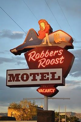 I miss seeing these kitchy places.--STRANDED KOSMONAUT: Vintage Motel Signs