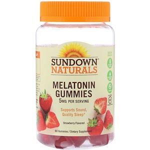 Sundown Naturals علكات الميلاتونين بنكهة الفراولة 5 ملغ 60 قطعة حلوى Melatonin Gummies Natural Multivitamin Flavors