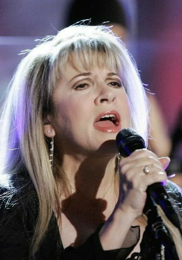 Pin By Danielle Sawyers On The Sound Of Music Stevie Nicks Stevie Music Artists