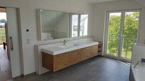 Waschtisch Mit Unterschrank Aus Eiche Tischplatte Und Waschbecken Aus Einem Stuck Mineralwerkstoff Badezimmer Waschtisc Waschtisch Badezimmer Medien Mobel