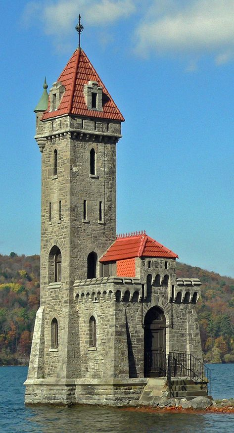 Kingfisher Tower Otsego Lake, near Cooperstown, New York, in built by Edward Clark Chateau Medieval, Medieval Castle, Medieval Tower, Tower House, Castle House, Tower Castle, Beautiful Castles, Beautiful Buildings, Architecture Old