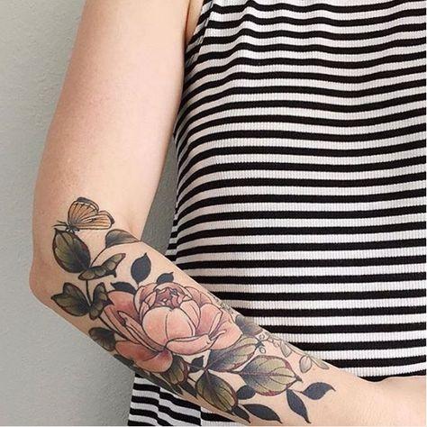 Esta insignia de gloria.   31 Tatuajes florales que cualquier amante de la naturaleza necesita en su vida