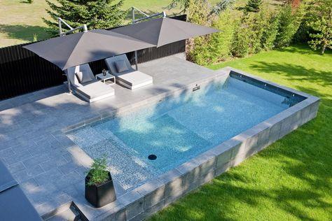 Piscine hors sol réalisée en béton par carré bleu Linas  Architecte - piscine hors sol beton aspect bois