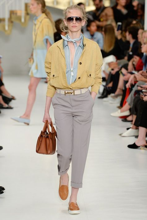 Tod's Spring 2018 Ready-to-Wear collection, runway looks, beauty, models, and reviews.