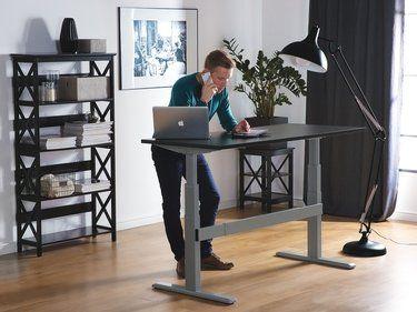 Table A Hauteur Reglable Par Electronique Noir Gris 160 X 70 Cm Uplift Interieur De Cabinet Medical Decoration Bureau Mobilier Bureau