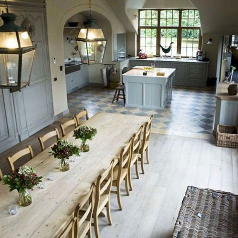 Designing your way around a small dining space Traditional Dining Rooms, Traditional Kitchens, Traditional Bedroom, Smart Kitchen, Kitchen Craft, Kitchen Floor, Open Kitchen, Hippie Home Decor, Small Dining