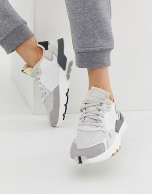 adidas blanc and gris trainers
