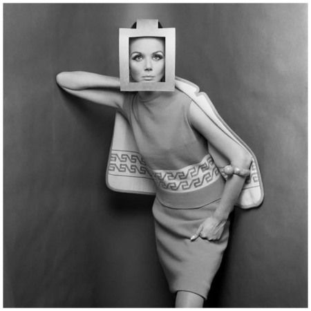 Marylu Bergher 1964 Cardboard headdress Photo Gimpaolo Barbieri | Idées de  mode, Magazine mode, Mode