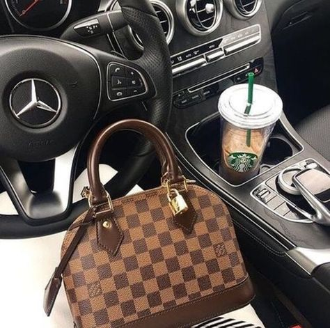 Order for replica handbag and replica Louis Vuitton shoes of most luxurious designers. Sellers of replica Louis Vuitton belts, replica Louis Vuitton bags, Store for replica Louis Vuitton hats.