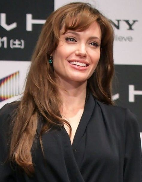 Angelina Jolie Hairstyles Angelina Jolie Hairstyles Angelina Jolie Frisuren Coiffures Angelina Jolie Pei In 2020 Angelina Jolie Hair Hair Pictures Hair Styles