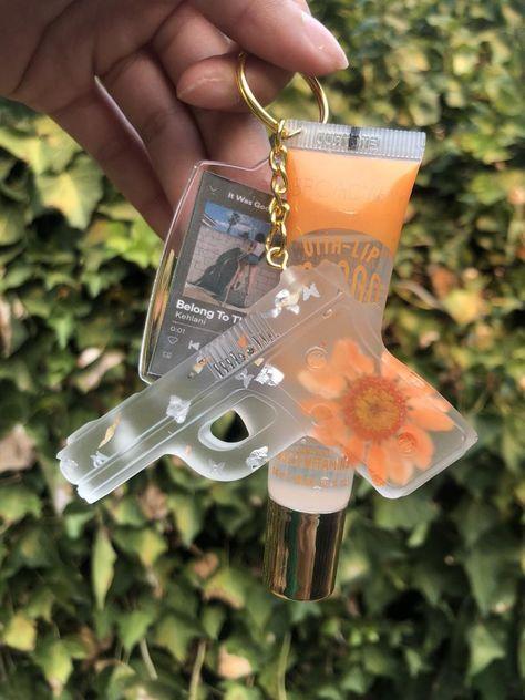 Diy Resin Art, Diy Resin Crafts, Cute Gifts, Diy Gifts, Cute Keychain, Keychains, Keychain Ideas, Cute Car Accessories, Car Interior Accessories