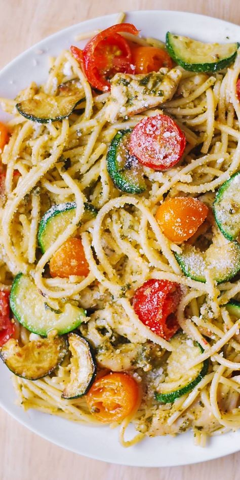 Parmesan Zucchini Tomato Chicken Spaghetti - a delicious Mediterranean pasta toss with basil pesto and lots of grated Parmesan cheese! This easy-to-make Parmesan zucchini chicken pasta is a great recipe for both Summer and Autumn Pasta With Zucchini And Tomatoes, Zucchini Tomato, Cooking With Zucchini Noodles, Pasta With Basil, Pasta With Vegetables, Zuchinni Pasta, Chicken Zucchini Pasta, Healthy Chicken Spaghetti, Cherry Tomato Pasta