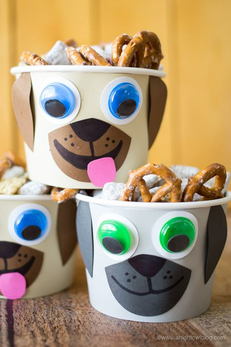 Puppy Dog Pals Puppy Chow Snack Mix This summer put the YAY in your FriYAY with NEW Puppy Dog Pals on Disney Junior and this tasty Puppy Chow Snack Mix for your kiddos! Puppy Birthday Parties, Puppy Party, Dog Birthday, Birthday Ideas, Birthday Cake, Disney Junior, Puppy Chow Snack, Puppy Chow Recipes, Fete Emma