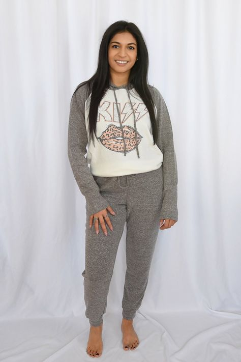 """How cute is this leopard kiss loungewear set? Whether you're running errands or lounging at home, this casual style is for everyday wear. Product Details: - Matching loungewear set- Drawstring hoodie- Soft fabric & casual style for every day wear- Fabric: 95% Polyester, 5% SpandexSize + Fit:- Model is 5'1"""" and wearing size S- Runs a little big- Sizing -S (2-4), M (6-8), L (10-12) START KiwiSizing code ! END KiwiSizing code !"""
