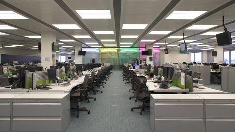 Großraumbüros sind seelenlose Nicht-Orte, die krank machen. Warum sind sie trotz…