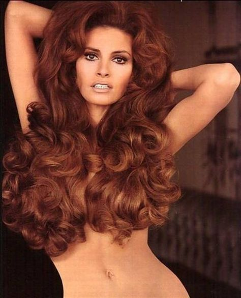 Raquel Welch (When women had beauty and curves. Definitely what Hollywood is missing nowadays)