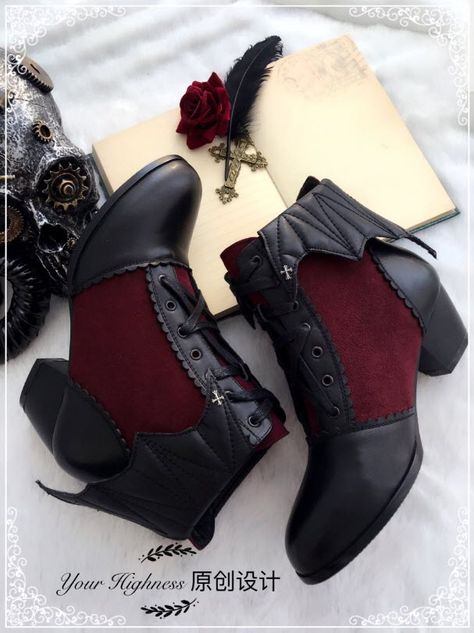 Your Highness -Vampire of the Night- Gothic Lolita Boots These would look so cu. Your Highness -Vampire of the Night- Gothic Lolita Boots These would look so cute with the right outfit. Estilo Lolita, Gothic Lolita Fashion, Gothic Outfits, Fashion Goth, Gothic Fashion Shoes, Crazy Shoes, Me Too Shoes, Mode Lolita, Gothic Mode