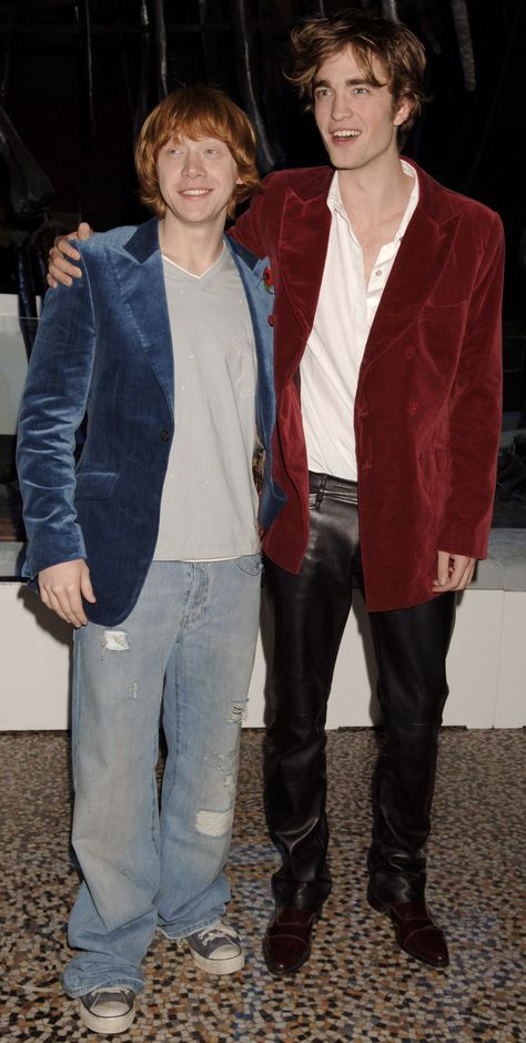 Rupert Grint (left) and Robert Pattinson during the aftershow party for the film 'Harry Potter and the Goblet of Fire', at the Natural History Museum, South Kensington, London. Draco Harry Potter, Harry Potter Pictures, Harry Potter Characters, Harry Potter Severus Snape, Hermione Granger, Imprimibles Harry Potter, Must Be A Weasley, Robert Pattinson Twilight, Weasley Twins