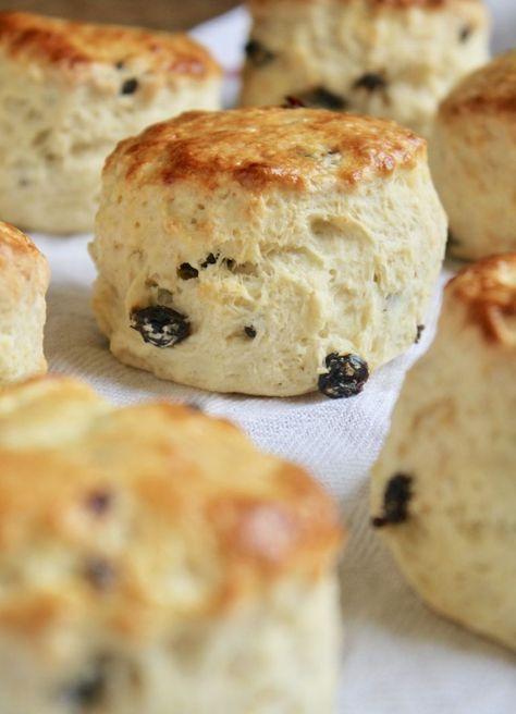 sultana or raisin scones Raisin Tea Biscuit Recipe, Tea Scones Recipe, Best Scone Recipe, Easy Biscuit Recipe, Best English Scone Recipe, English Recipes, English Food, Baking Recipes, Dessert Recipes