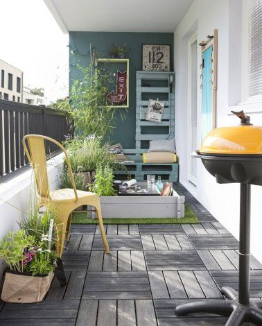 terrasse en ville aménagée avec dalles en bois composite