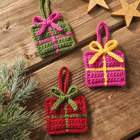 There's no better present than a handmade one. Hook these up for decs, gift tags and embellishments.