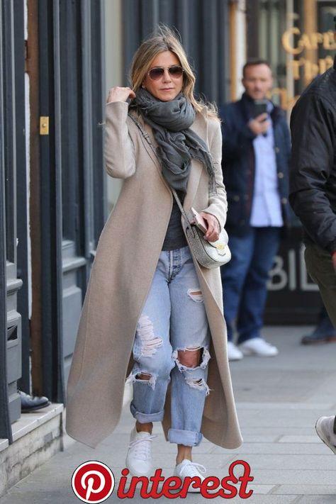 Jennifer Aniston bringt Ihre Lieblingsjeans von gestern zurück in 2020 | Fashion, Boyfriend jeans, Casual chic   Jennifer Aniston bringt Ihre Lieblingsjeans von gestern zurück in 2020 | Fashion, Boyfriend jeans, Casual chic