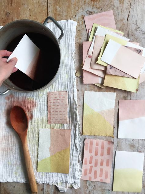 How to dye paper with natural dyes – Rebecca Desnos Paper Art, Paper Crafts, Diy Crafts, Foam Crafts, Fabric Painting, Natural Dye Fabric, Natural Dyeing, Ideias Diy, Wraps