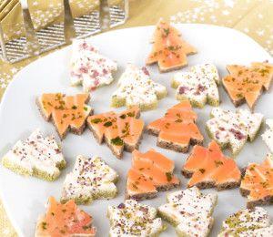 Antipasti Di Natale La Cucina Italiana.Salmon And Cream Cheese Open Mini Sandwiches Shaped Like Christmas Trees Ricette Antipasti Di Natale Antipasti