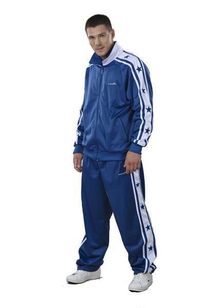 мужчина в спортивном костюме фото