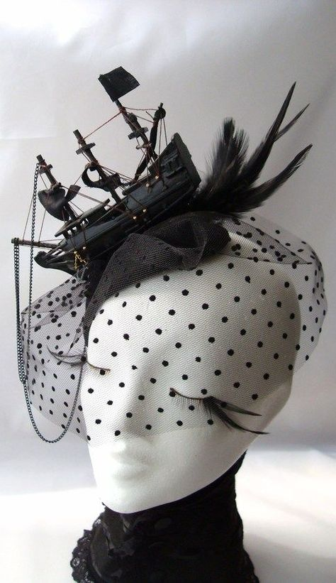 Fascinator with little black ship and veil <3 |For more steampunk, click here: https://www.pinterest.com/thevioletvixen/i-love-steampunk/