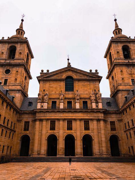 """66cb0624773c HELEN TRAVEL on Instagram  """"🏰Одно время базилика считалась самым большим  зданием в мире. Число покоев здесь превышает 4000, а количество окон,  говорят, ..."""