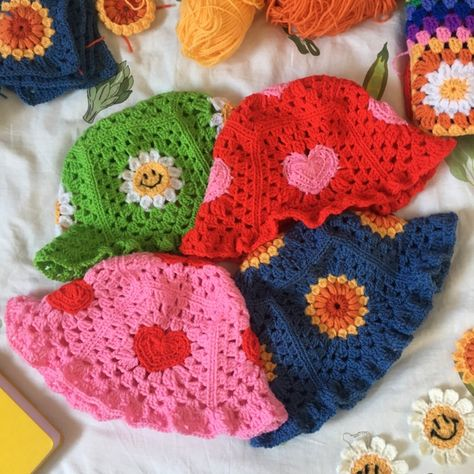 Handmade crochet sunflower bucket hat with my new improved bigger brim! 🌻 Handmade to order, can take up to 2 weeks. Colours can be customised! Cute Crochet, Crochet Crafts, Crochet Hooks, Crochet Projects, Knit Crochet, Sewing Projects, Crotchet, Crochet Bikini, Crochet Top Outfit