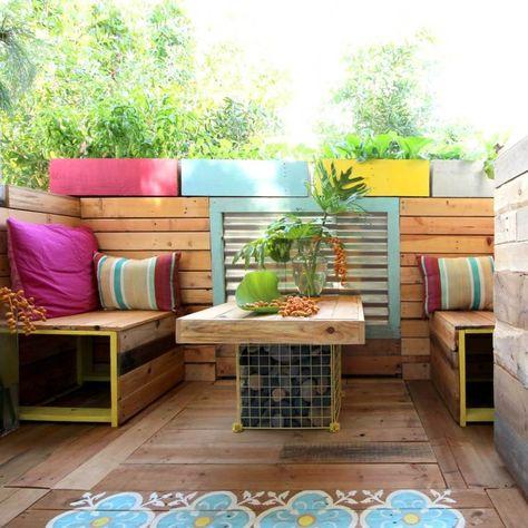 Amenagement Terrasse Table En Bois Palette Banc De Jardin Coussin Plante Deco Palette Jardin Salon De Jardin Palettes Et Meuble Jardin Palette