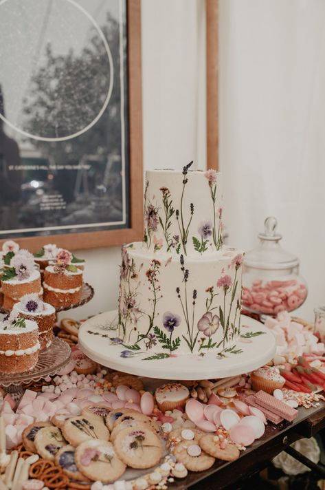 Marquee wedding in Winchester with prosecco wall, outdoor games, neon wedding signs, pink Peony bouquet & Hayley Paige wedding dress by Anne Schwarz Desserts Roses, Rosa Desserts, Wedding Cakes With Flowers, Wedding Cupcakes, Garden Wedding Cakes, Pink Wedding Cakes, Cake With Flowers, Garden Party Cakes, Edible Flowers Cake