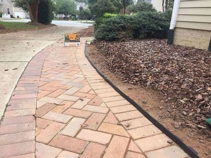 Keep That Mulch Off Your Driveway With A Clean Crisp Edge Landscape Design Mulch Landscaping Backyard Landscaping