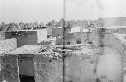 من بلدة صبيا وهناك عدد من أكواخ ذات أسقف مقببه ومباني من حجر مربع 9 10 يونيو 1947 منطقه جازان Artwork Painting Art