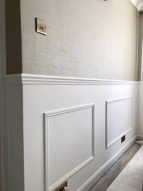 Granny pods simple A simple step by step guide showing you how to add DIY wall panelling to your home. Easily adds a touch of classy luxe decor! Interior Design Blogs, Home Design, Design Case, Wall Design, Narrow Hallway Decorating, Flur Design, Luxe Decor, Diy Wand, Hallway Designs