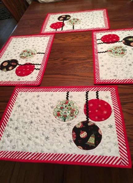Super Patchwork Christmas Table Runner Place Mats Ideas Christmas Quilting Projects Christmas Sewing Projects Christmas Placemats