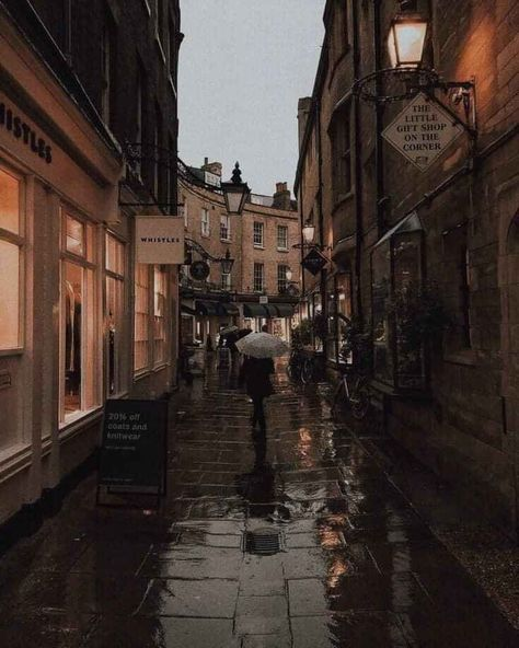 Vintage photography travel New Ideas Cozy Rainy Day, Rainy Days, Gloomy Day, City Aesthetic, Autumn Aesthetic, Florence, Vintage Photography, Travel Photography, Rainy Day Photography