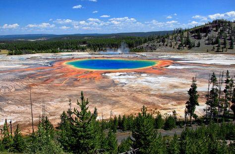 75. Perdersi negli splendidi colori delle piscine termali nel Parco Nazionale di Yellowstone