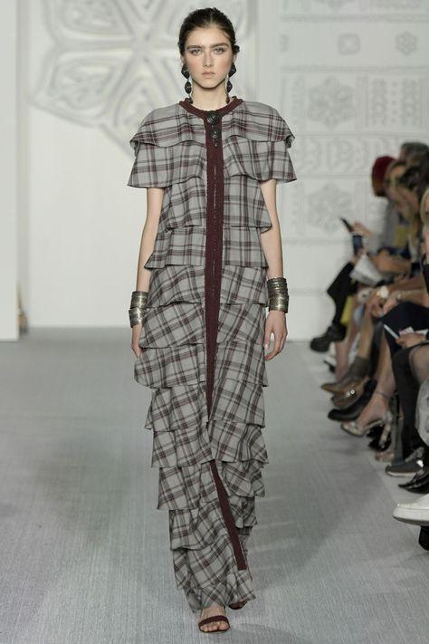 Vogue Daks Spring 2017 Ready-to-Wear Fashion Show