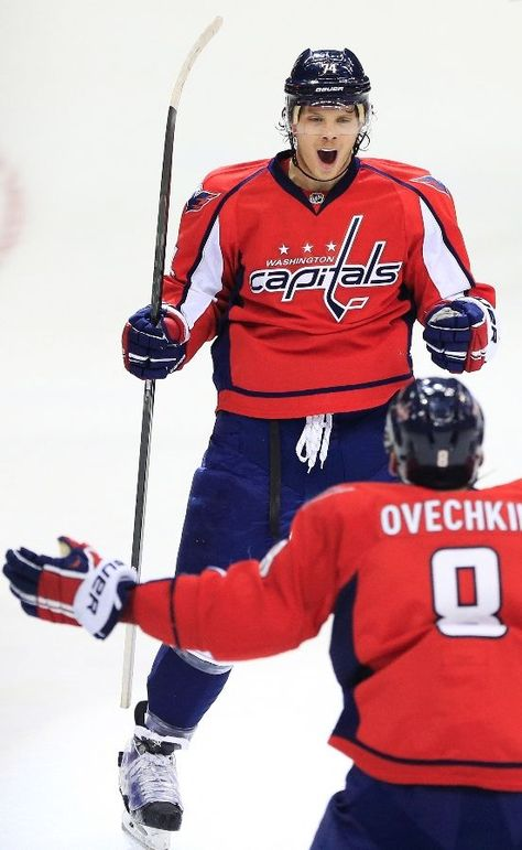 WASHINGTON, DC - NOVEMBER 27: John Carlson #74 of the Washington