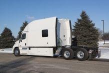Bolt Custom Trucks 150 Inch Platinum Series Sleeper Exterior Vrachtwagens